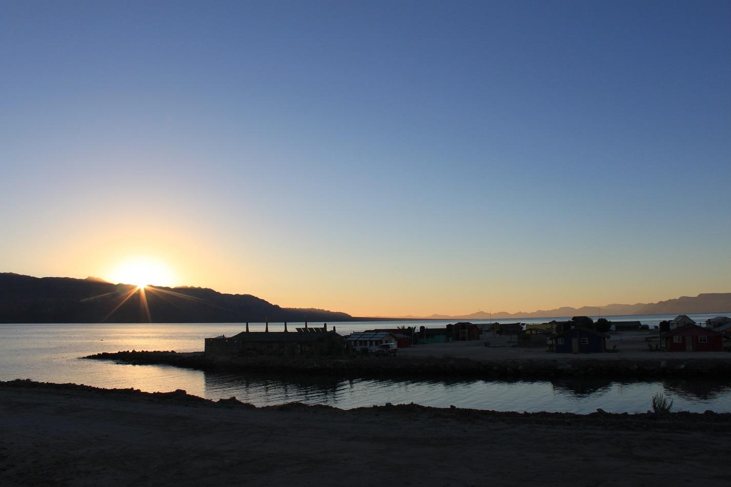 Mit diesem Sonnenaufgang wurden wir aus dem Paradies verabschiedet.