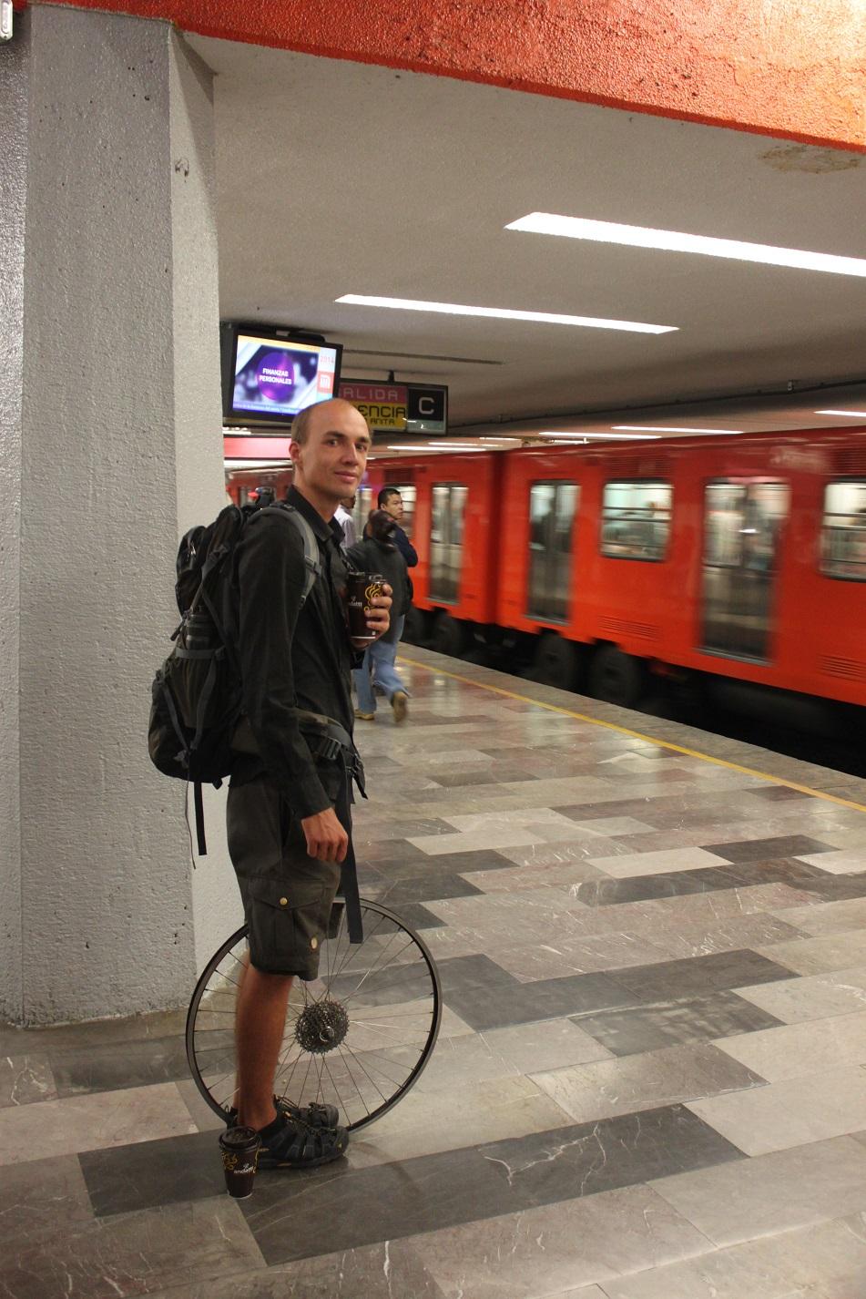 Mit der Metro kommt man in Windeseile ans andere Ende der Stadt.