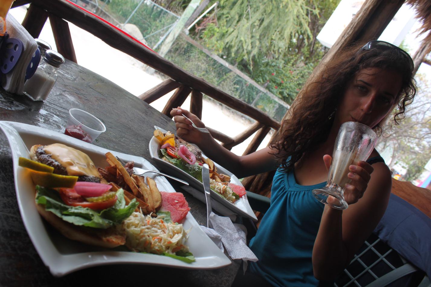 Weil dieser Ausflug wie ein kleiner Urlaub war, haben wir es uns mit einem schönem Essen auch gut gehen lassen. hm...