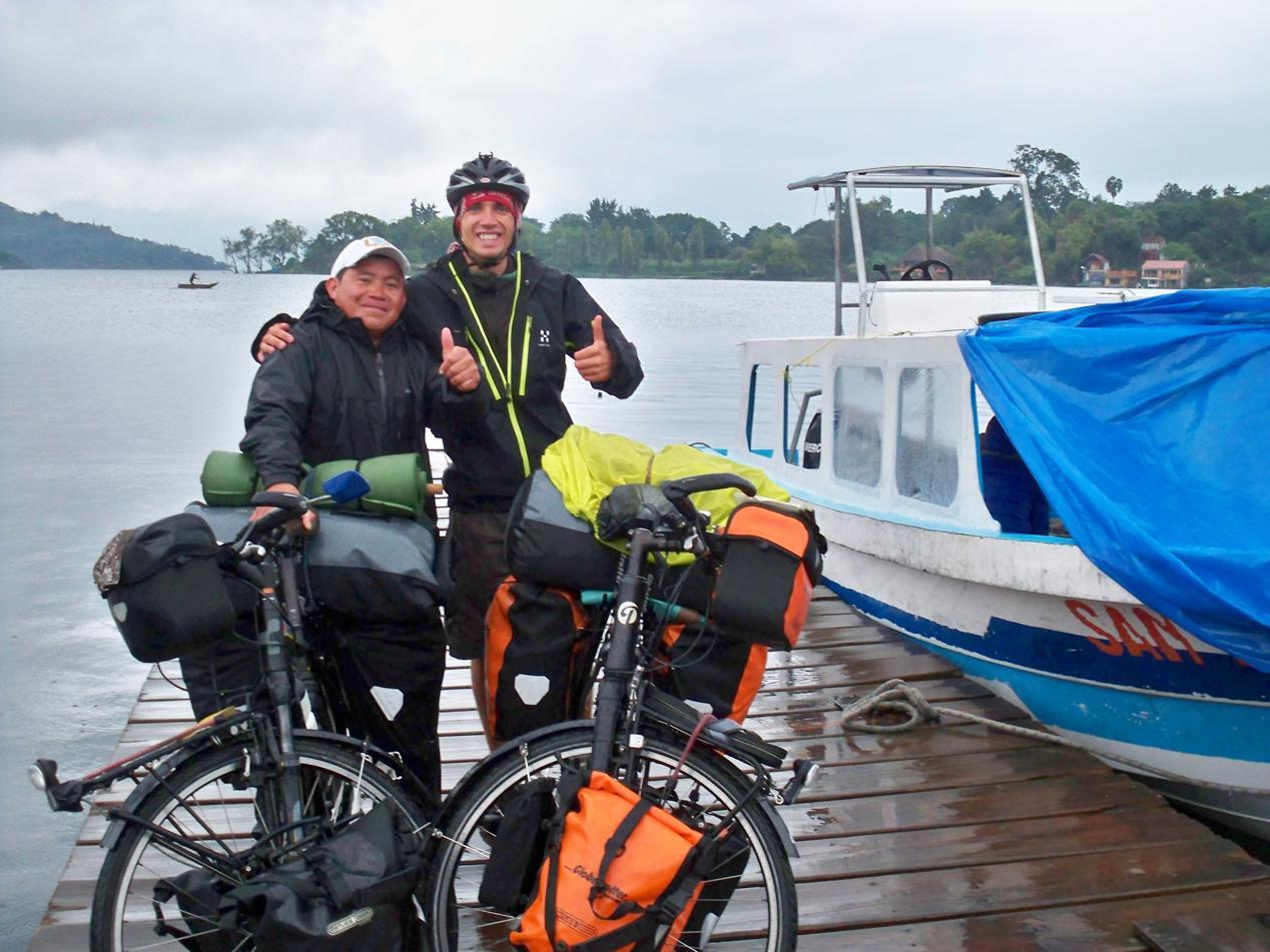 Bootsführer Lui war ein netter Kerl und hat uns kräftig unter die Arme gegriffen.