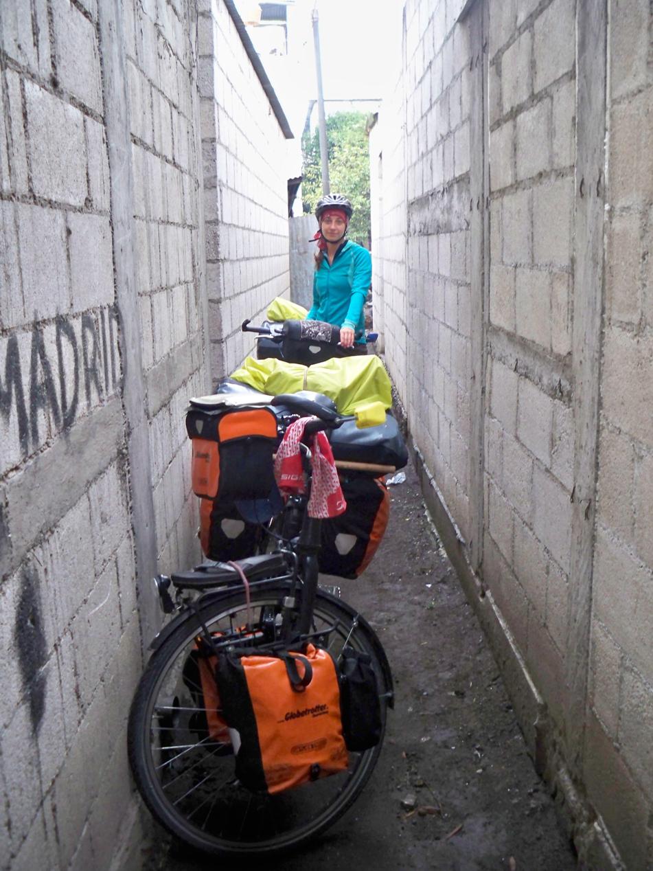 Auf diesem Siedlungsweg haben wir unsere Räder wieder auf die Straße geschoben.
