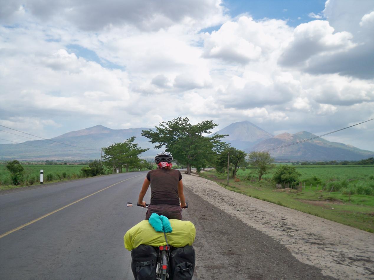 Vor uns liegt der Vulkan San Christobal.