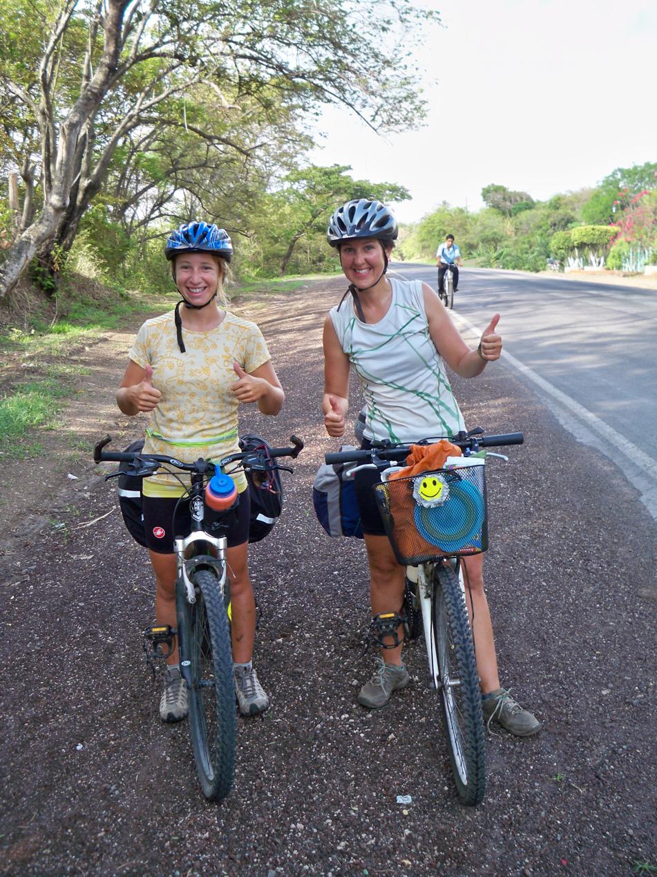 Das sind Moode und Vicky aus Kanada. Es ist bestimmt zwei Monate her, als wir die letzten Radfahrer getroffen haben uns jetzt gleich drei in zwei Tagen.