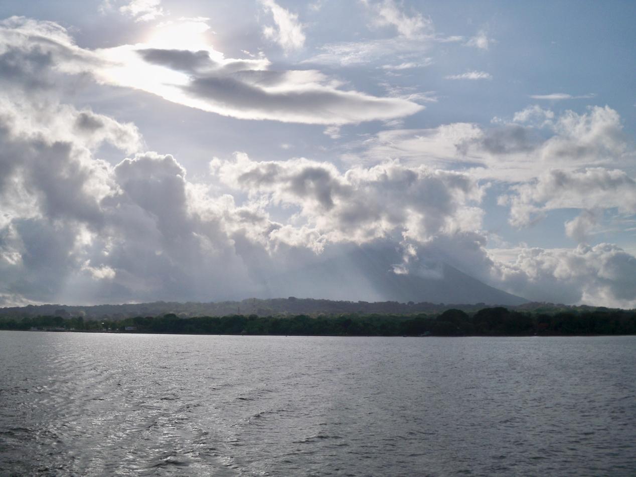 Beim Verlassen der Insel am frühen Morgen, hatten wir ein Morgenpanorama vom feinsten.