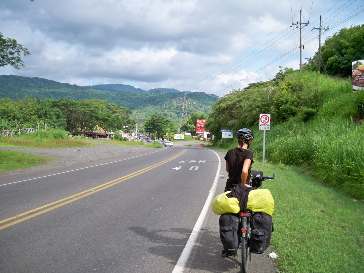 Wir waren in Costa Rica, für den oftmals vorhandenen kleinen Seitenstreifen sehr dankbar.