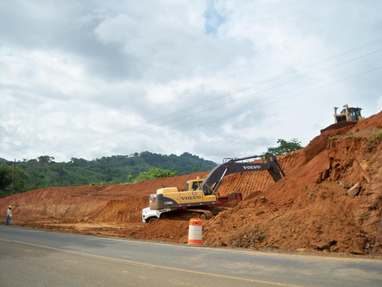 Von der Grenze zu Costa Rica bis Panama City wird an einem zweispurigem Ausbau der Panamerikana gearbeitet.