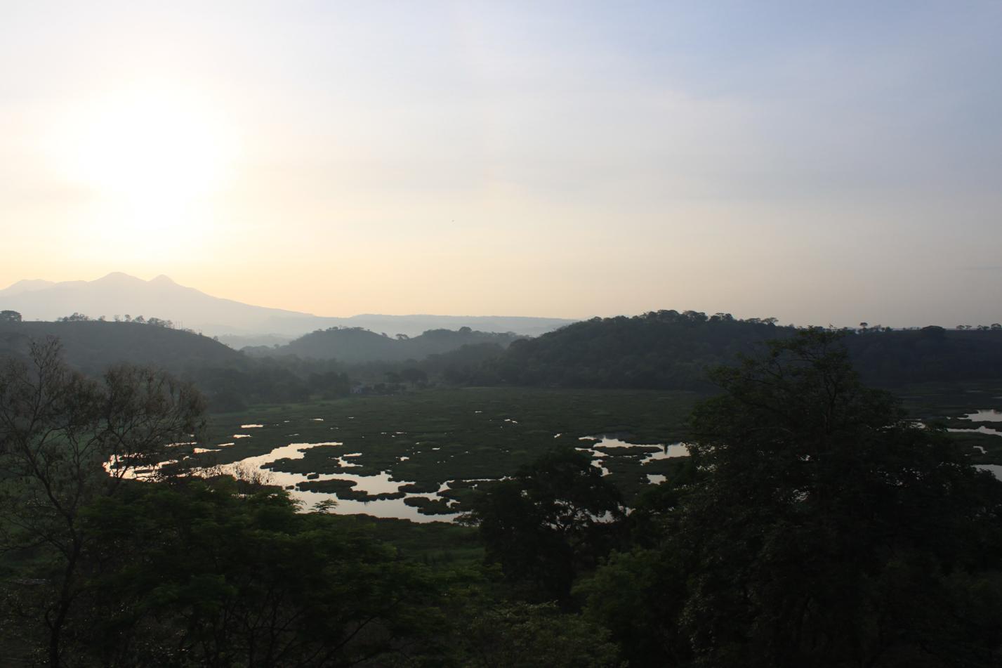 Für das frühe Aufstehen werden wir auch mit dem schönem Farbspiel zwischen Sonne uns Natur belohnt.