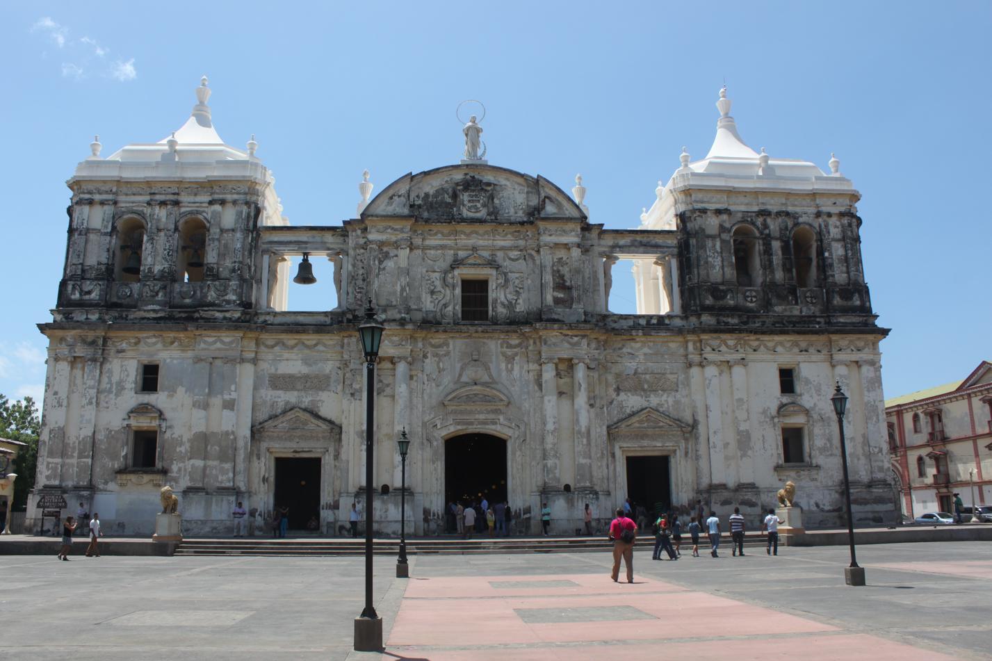 Die um 1860 nach über 100-jähriger Bauzeit fertiggestellte Kathedrale León Basilica de la Asunción gilt als die größte und älteste Mittelamerikas. Quelle: Wikipedia