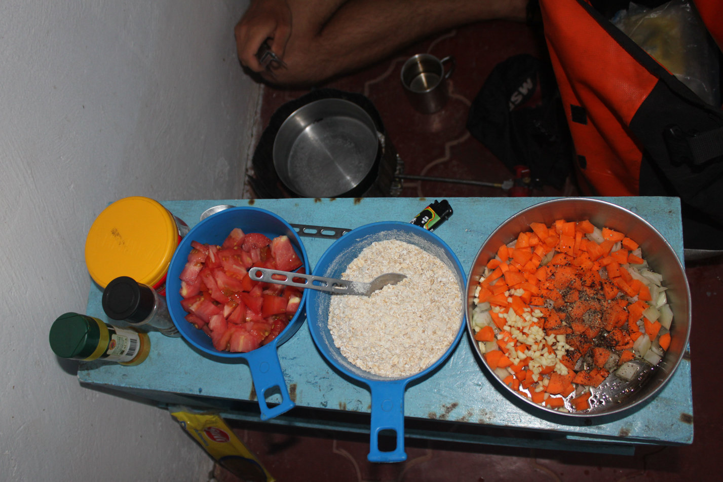 Kochzutaten für das Frühstück und das Abendbrot.