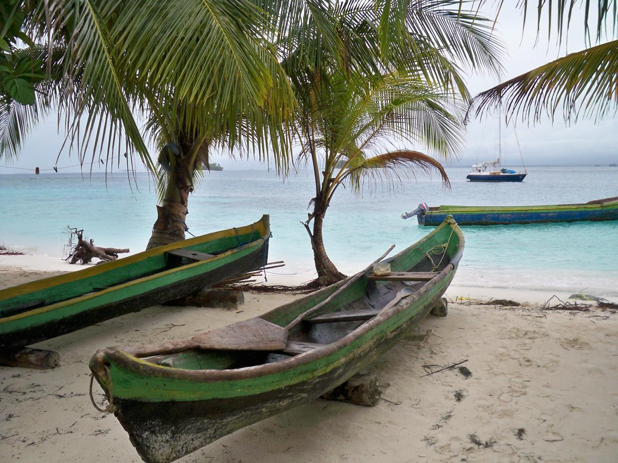 Das Holzkanu ist das wichtigste Transportmittel der Kunas. Damit fahren sie auch zu den benachbarten Inseln.