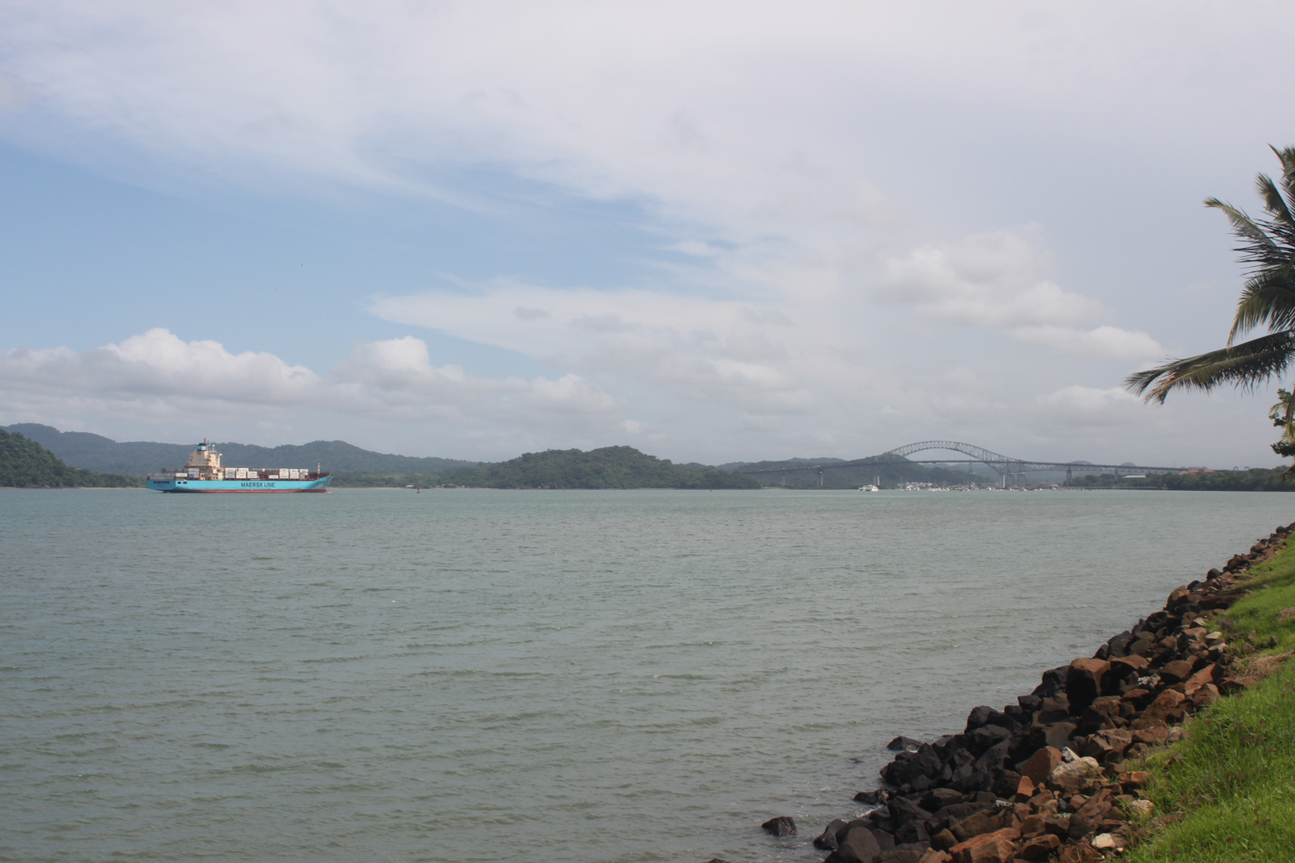 Hier beginnt die 13 stündige durchfahrt durch den Panamakanal für die Ozeanriesen.