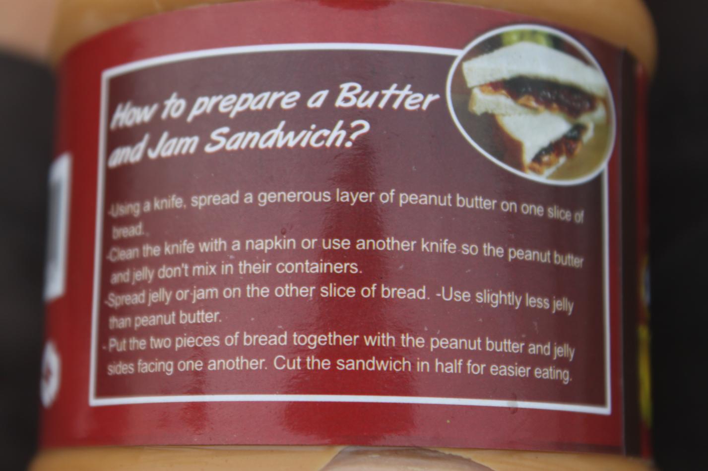 Diesmal gibt es zum Schluss ein Rezept für das Zubereiten einer kulinarischen Köstlichkeit aus Panama: Das Erdnussbutter - Marmeladen Sandwich Und bitte das napkin nicht vergessen!
