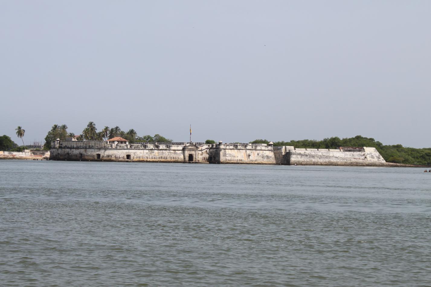 Die Kolonialstadt Cartagena hat schon im Hafenbecken jede Menge Festungen zu bieten.