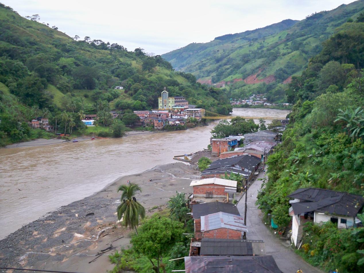Über den Rio Cauca und dann geht es die Anden hoch.