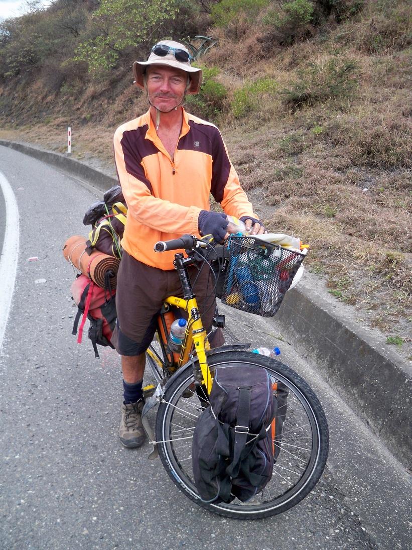 David haben wir bei der Abfahrt nach Catamayo abgefangen. Sein Tagesziel war Loja. Buen Viaje Amigo!