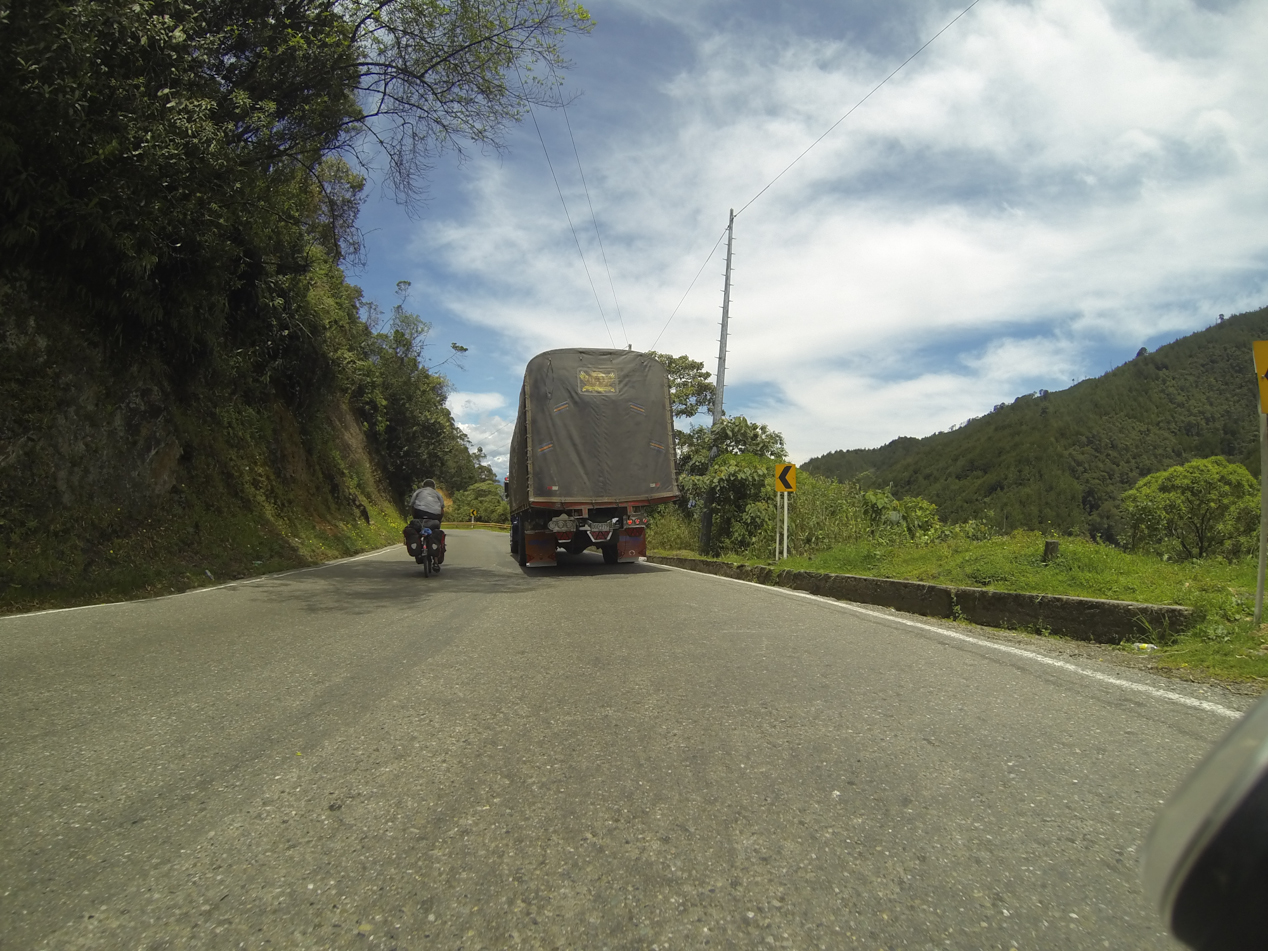 Damit unsere Felgen bei dem ständigen Bremsen hinter den LKW's nicht schmelzen, werden diese Schnecken einfach überholt.