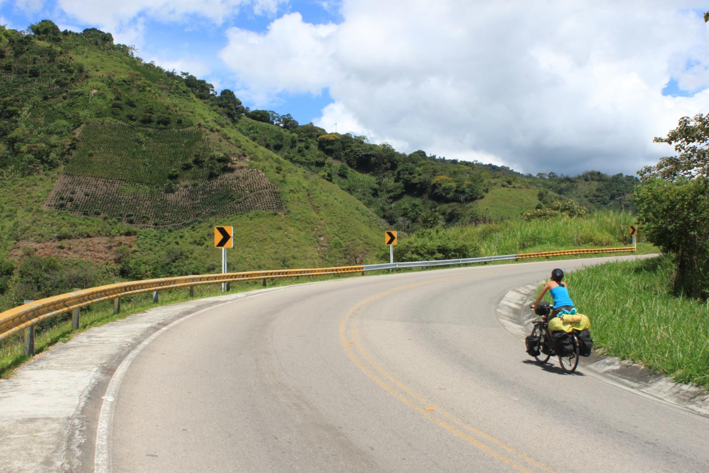 Kurve für Kurve schrauben wir uns nach San Augustin.