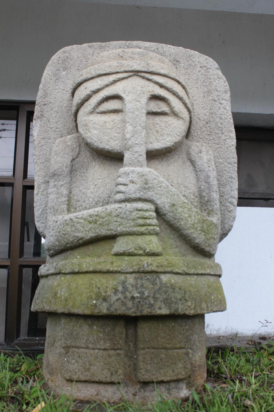 Auch hier im Dorf sind vereinzelt diese Steinskulpturen zu finden.