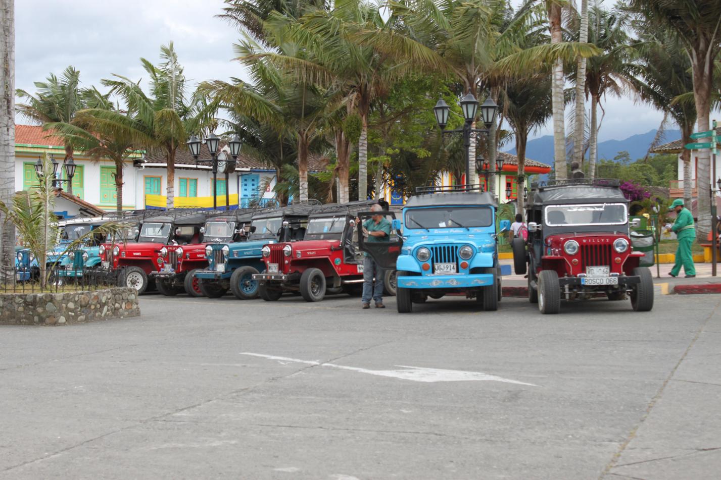 Die Jeeps, hier auch Willys genannt, sind DAS Transportmittel hier in den Bergen. Bis zu 10 Personen haben Platz in und an diesen Gefährten.