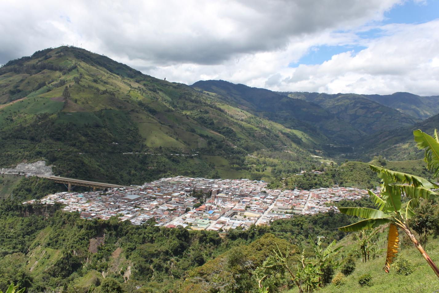 Ausblick auf Cajamarca. Gesehen haben wir die Stadt schon lange, aber der Weg dahin war noch sehr lang und mühsam.