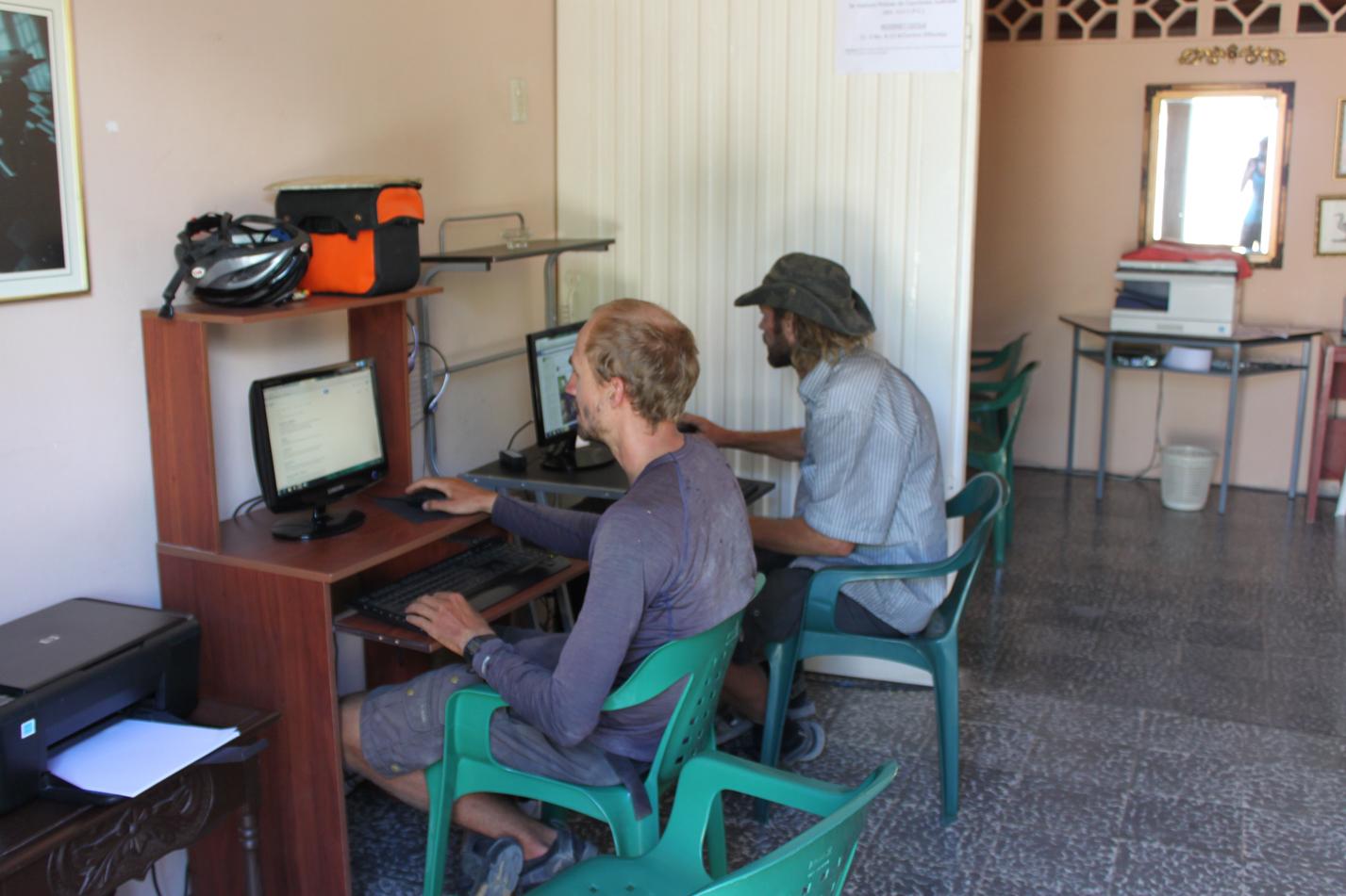 Im Internetcafe in Villavieja haben wir uns über die nächsten Etappen informiert.
