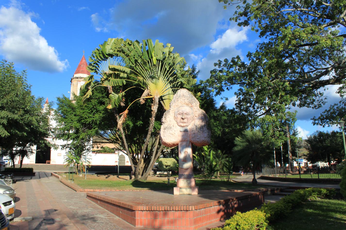 Blick auf den Hauptplatz von Gigante.