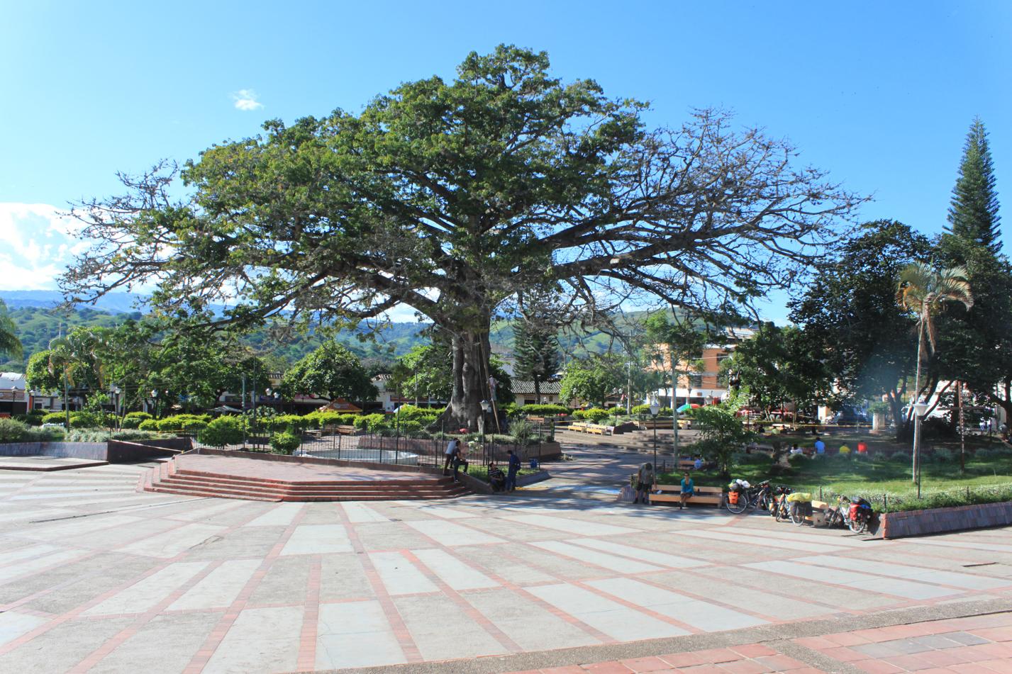 Blick auf den Hauptplatz von Timana.