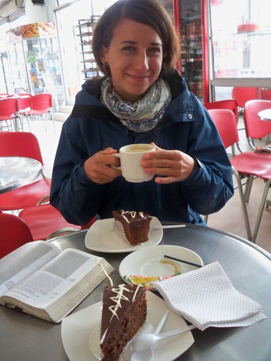 Bei einem Stück Kuchen und einem Kaffee, lassen sich am besten Entscheidungen für die nächsten Tage treffen.