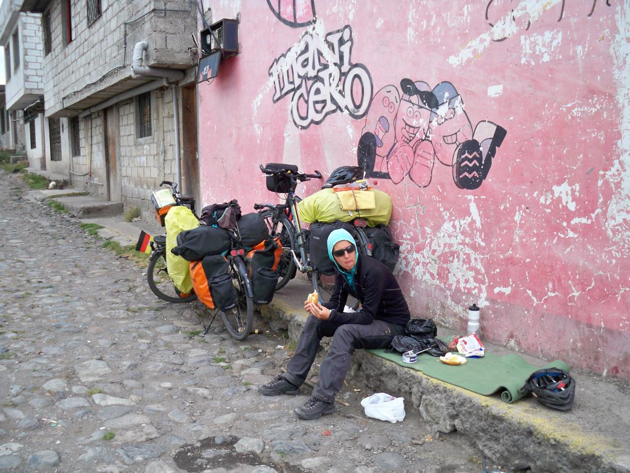 Den höchsten Punkt des Tages feierten wir mit einer Mittagspause. Wir hielten nach James ausschau. Er war in Otavalo auf der Suche nach einem Paket für sich.