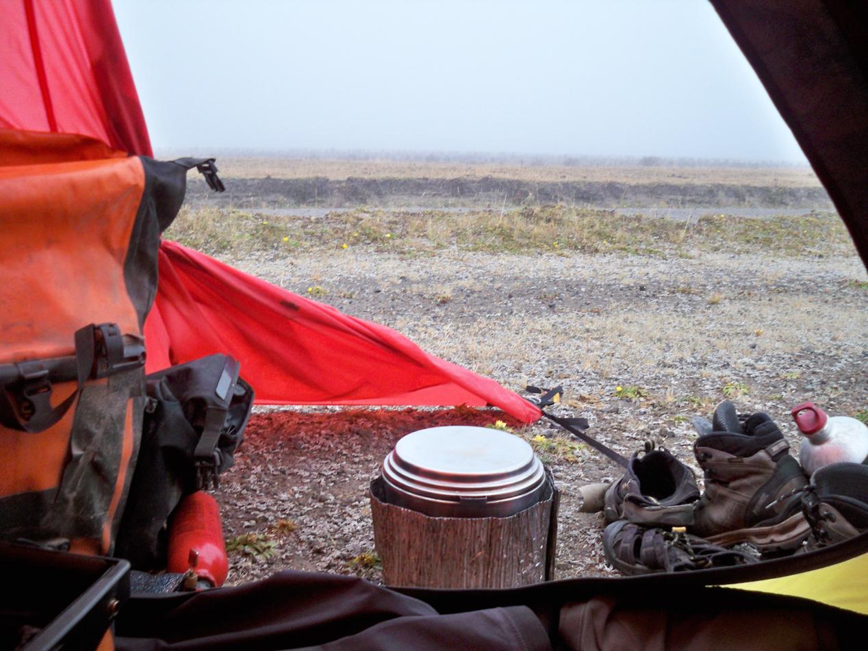 Blick aus unserem Zelt in die Morgensuppe.