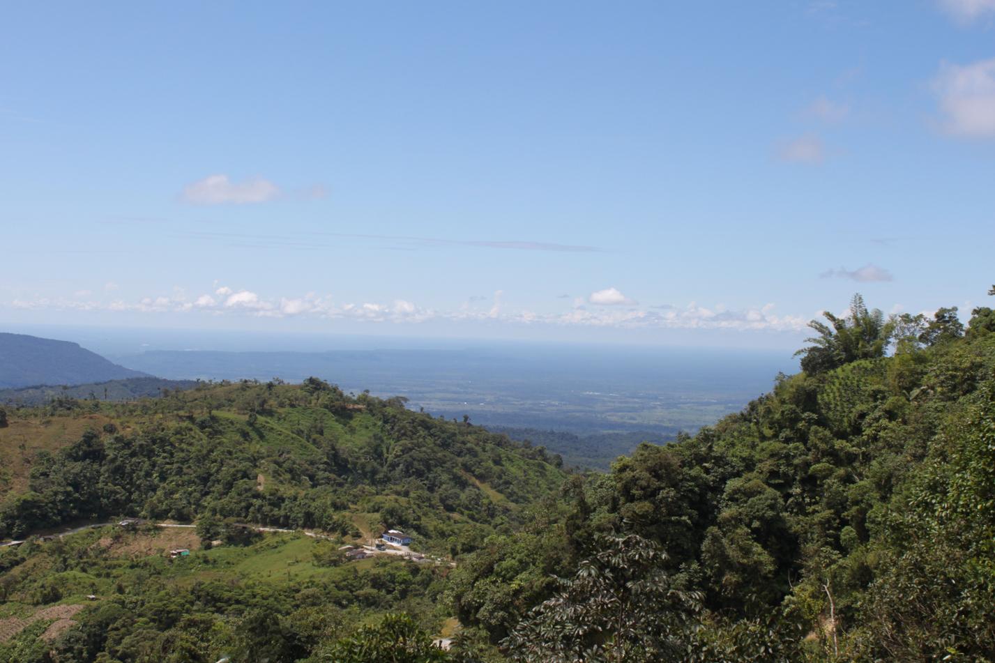 Da hinten erstreckt sich das Amazonastiefland. Das weitläufige Flußnetz haben wir diesen Tag sehr gut gesehen.