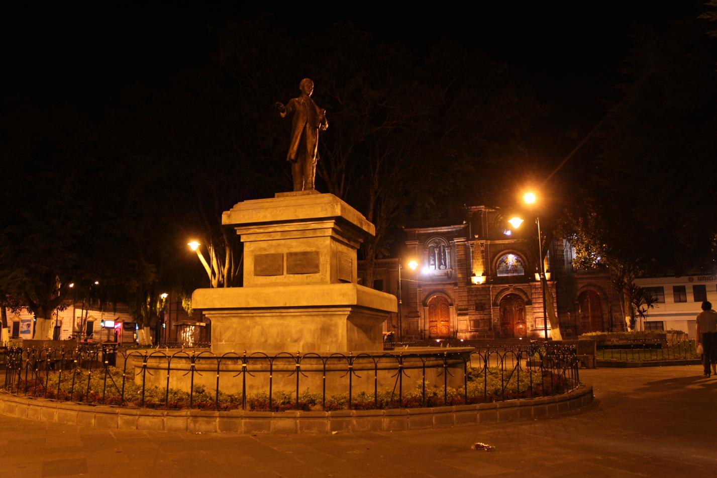 Denkmal auf dem Hauptplatz von Ibarra.