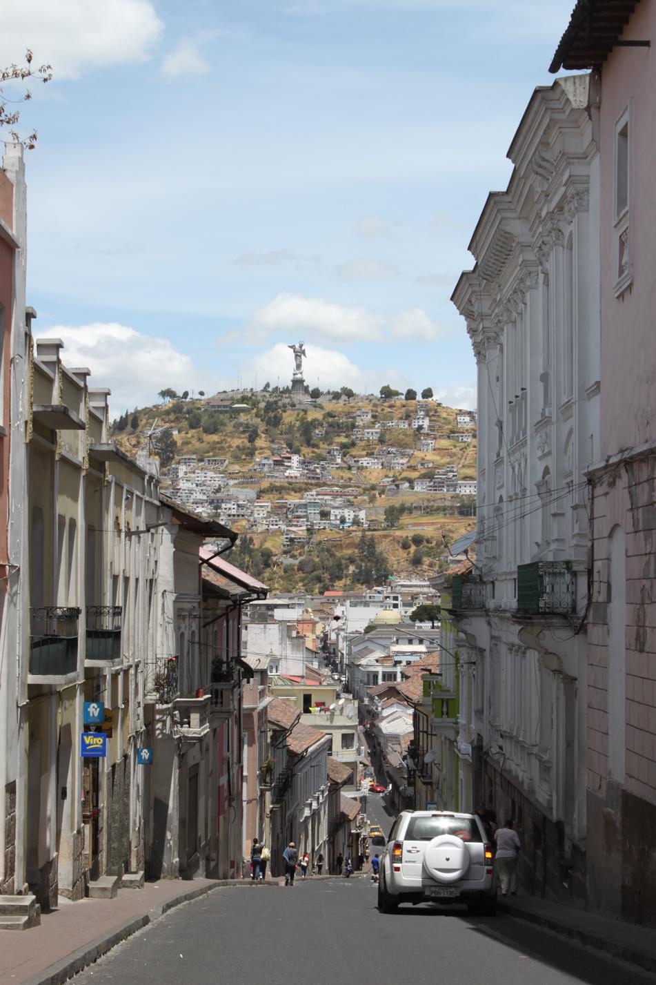 Blick durch die Gassen von Quito.