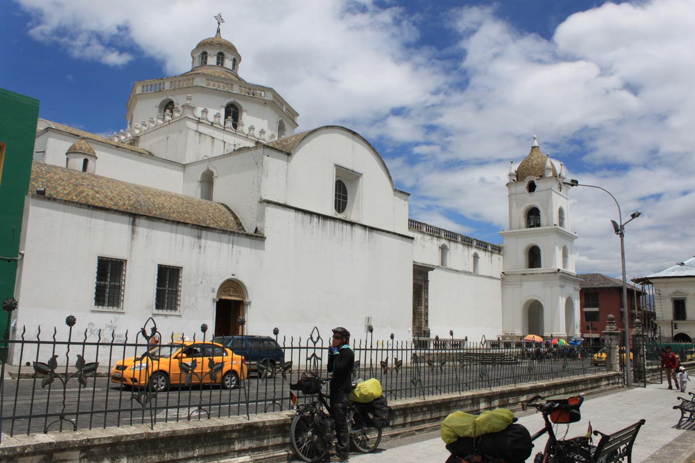 Latacunga hatte auch wieder viel koloniale Architektur zu bieten.