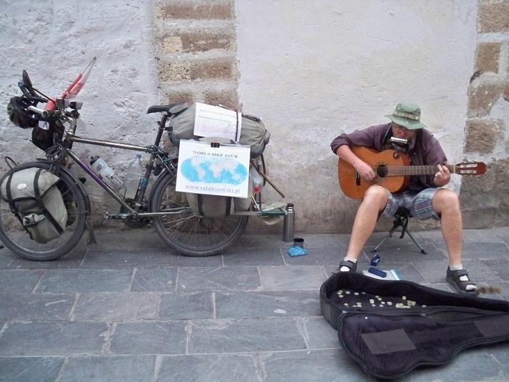 Mit Liedern aus aller Welt hat er die Peruaner verzaubert.