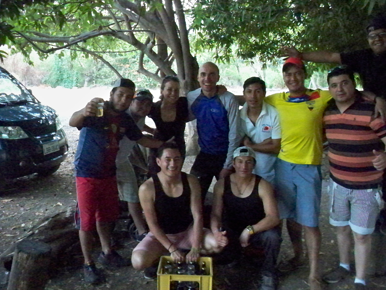 Diese nette Truppe aus Catacocha hat ihr Klassentreffen gefeiert und uns zu ihrer Grillfeier eingeladen. Muchas Gracias Amigos!