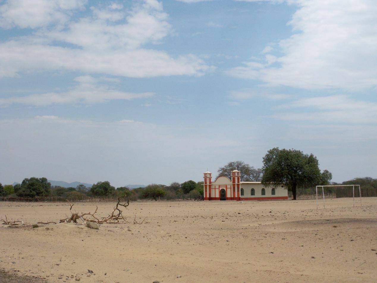 Auch wenn keine Wohnhäuser zu sehen waren, gab es zahlreiche Kirchen im Staub der Wüste.
