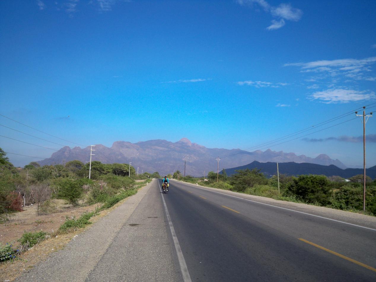 Die letzten flachen Kilometer hinter Olmos.