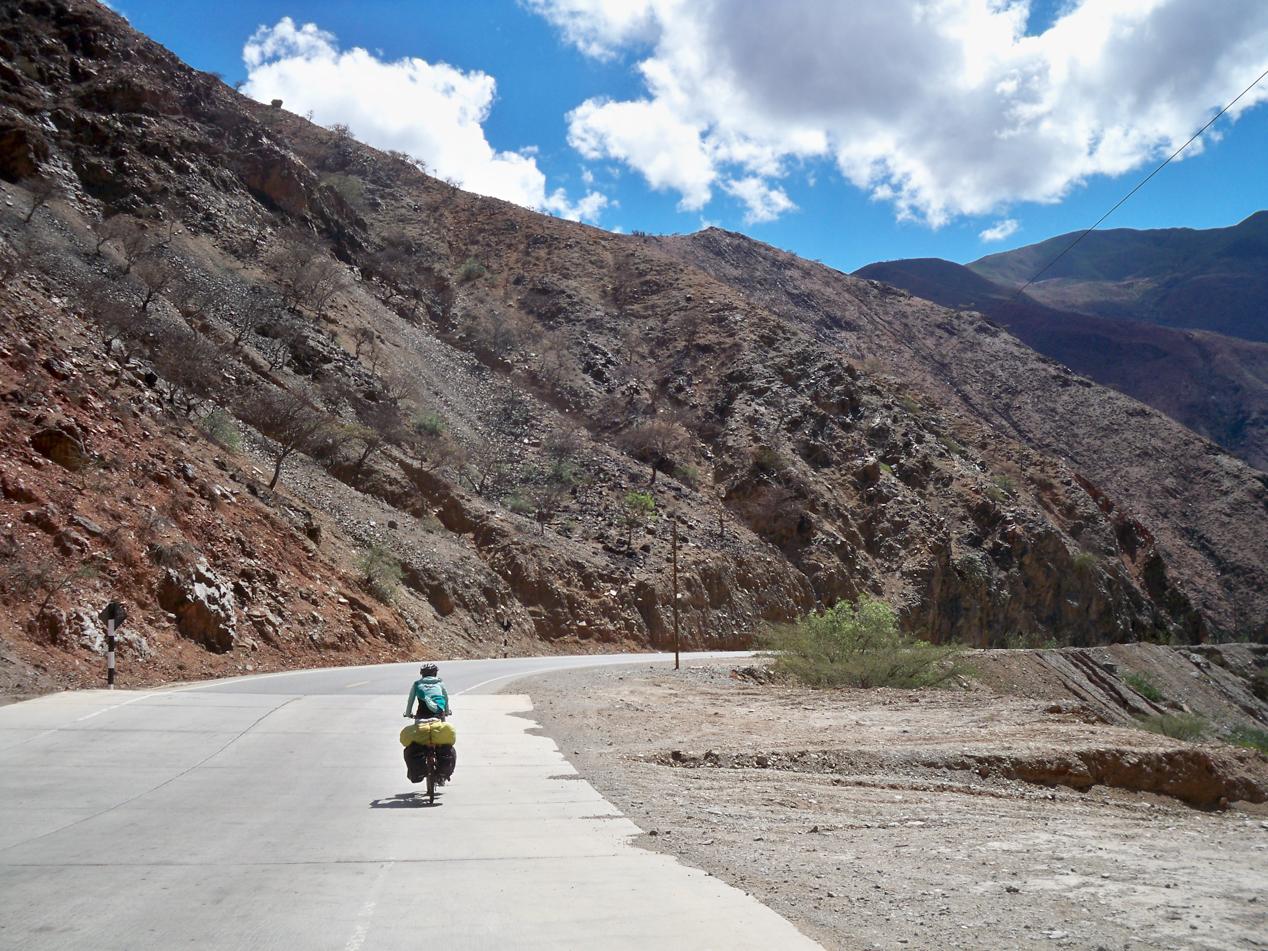 Entlang dem Tal des Rio Huancabamba, geht es für den Rest des Tages leicht abwärts.