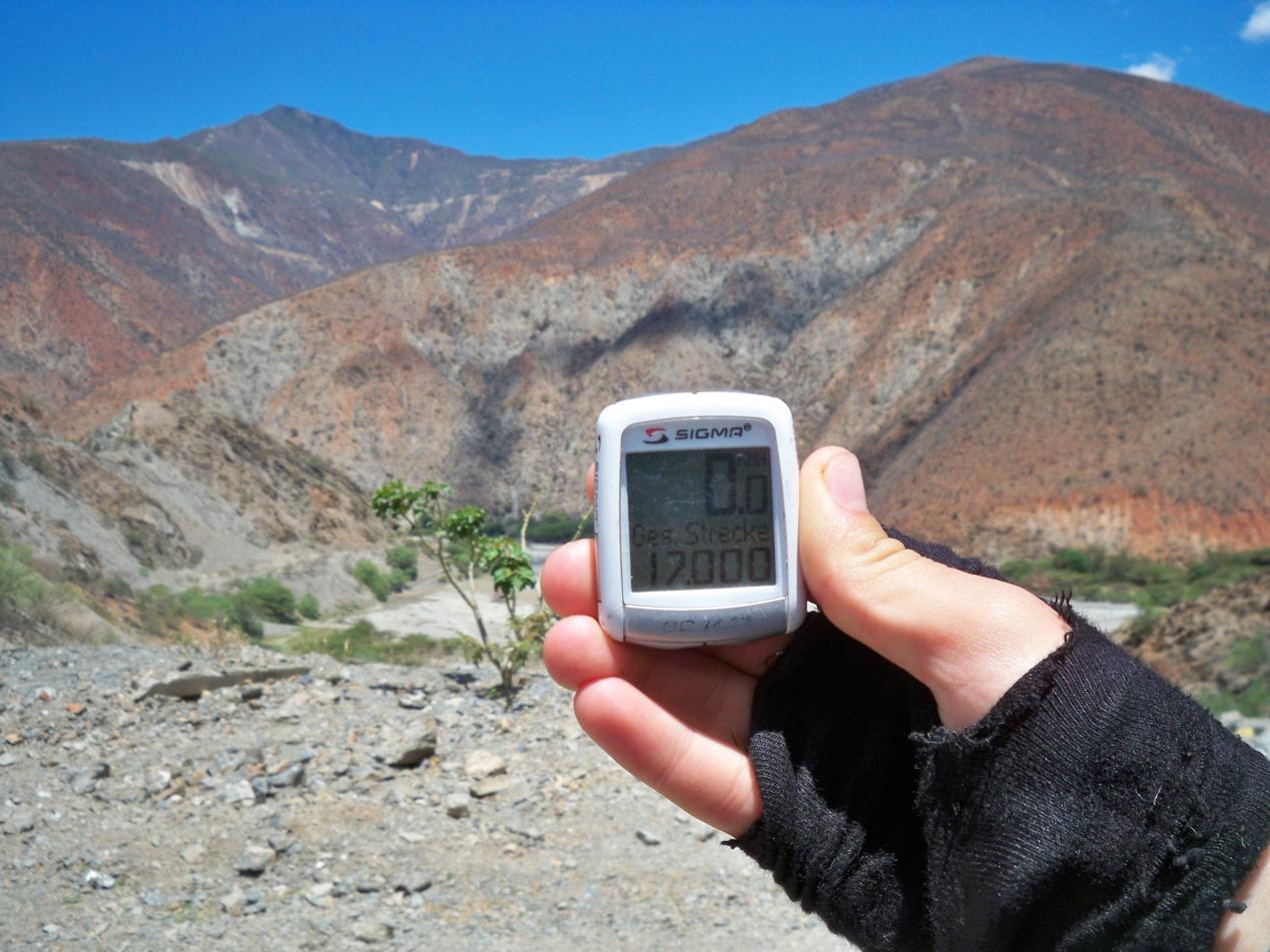Die nächsten 17.000 Kilometer zählen wir schon auf unserem Abenteuer. Auf die nächsten Tausend.