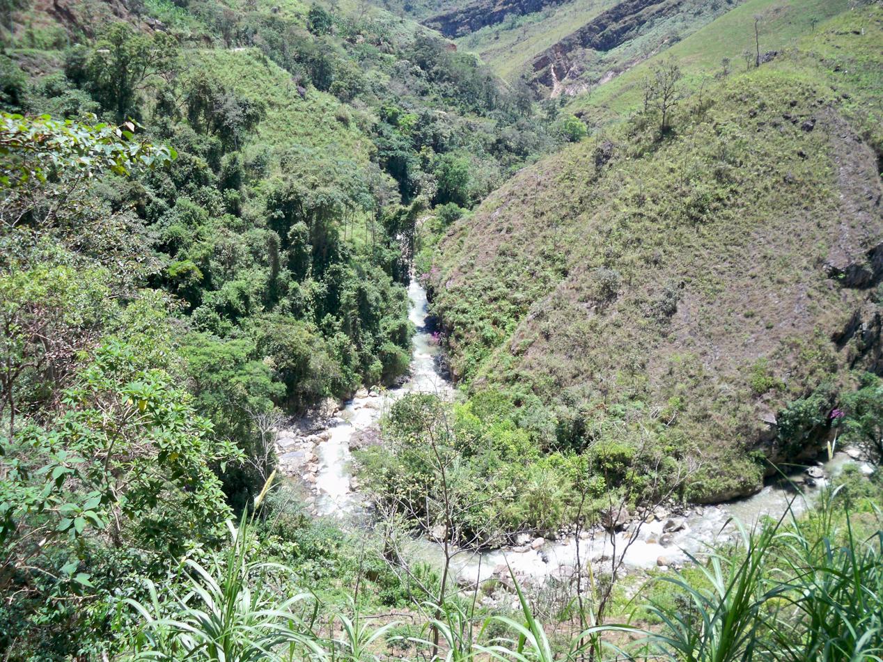 Den Rio Huancabamba haben wir verlassen und folgen von nun an diesem Fluss aufwärts.
