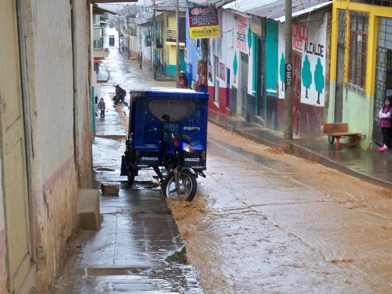 Die Straßen von Cutervo wurden mehrere Male am Tag überschwemmt.