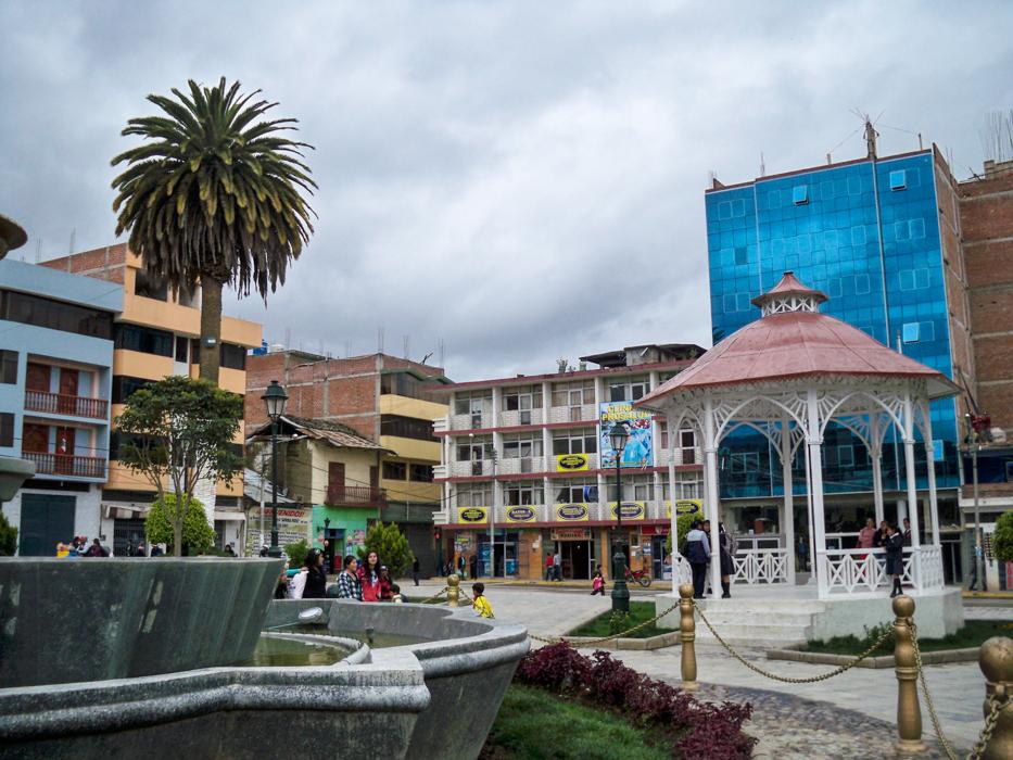 Blick auf den Hauptplatz von Chota.