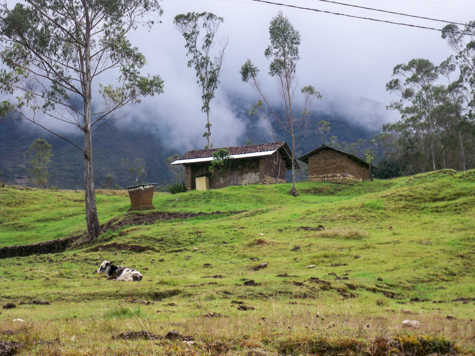 Bauernhof entlang des Weges.