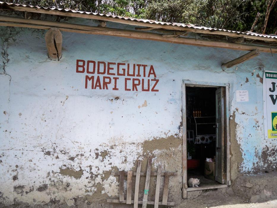 Das Finden von Laeden in den Doerfern von Peru ist immer ein Abenteuer fuer sich. Diese sind seltenst beschildert und muessen erfragt werden. Offene Tueren mit einem halbhohem Gitter in der Tuer sind aber immer guter Hinweis.