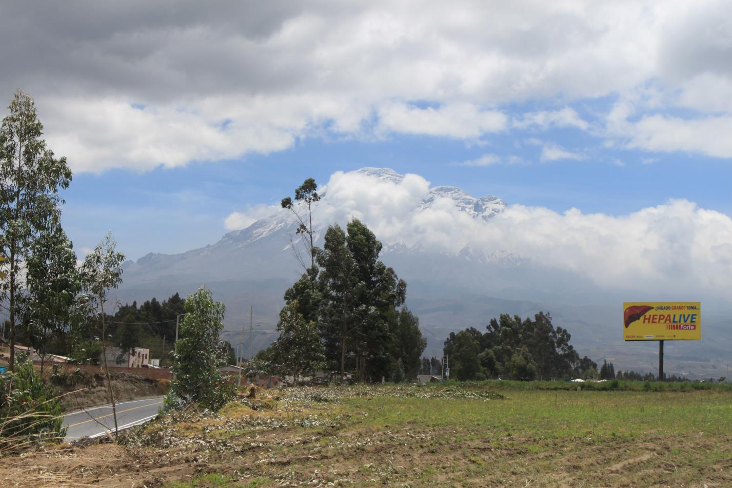 Die Wolken haben sich etwas gelichtet und wir bekamen nochmal einen Blick auf den Gletscher des Chimborazo.