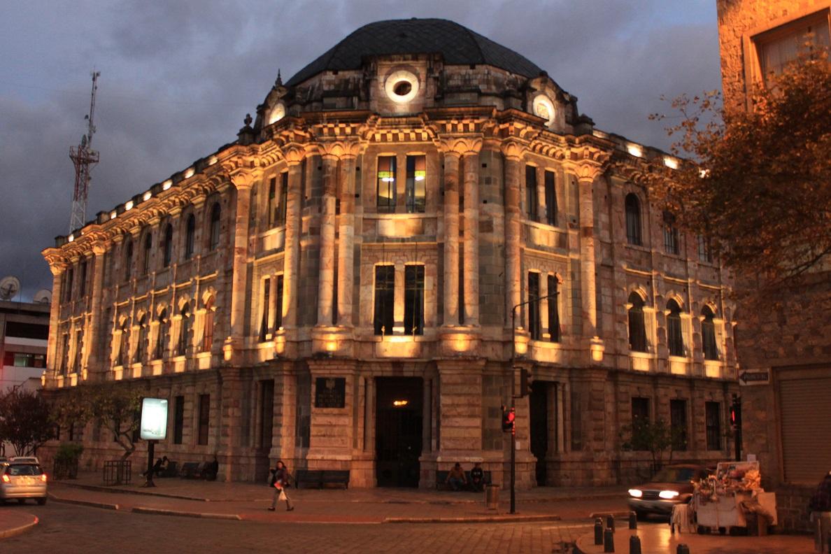 Eines der vielen schicken Gebäude in Cuenca.