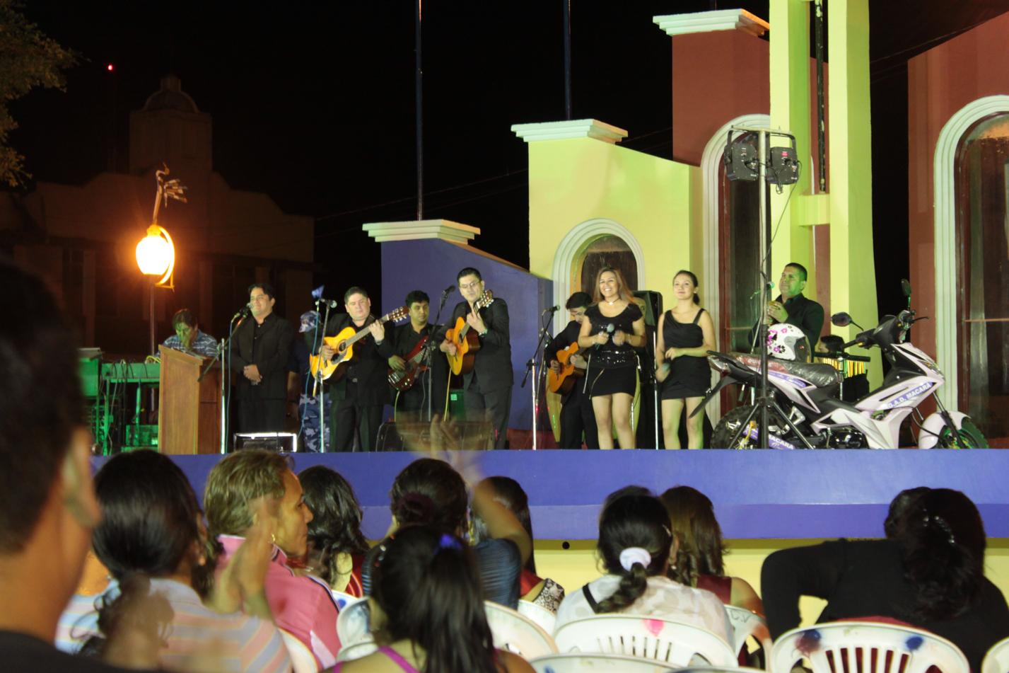 Den Abend hat dann eine Latinoband aus Tambogrande/Peru abgerundet.