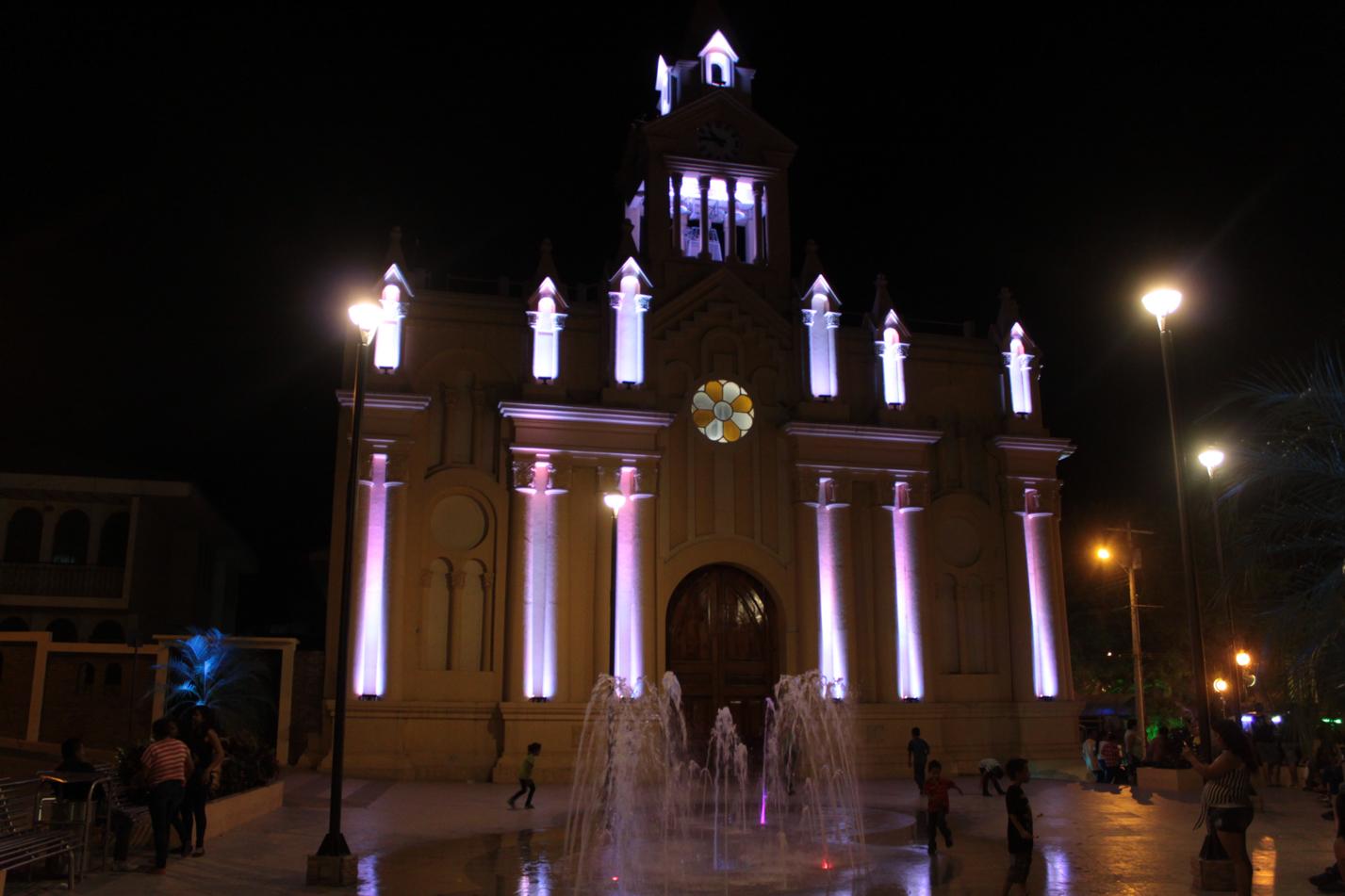 Kirche von Macara bei Nacht.