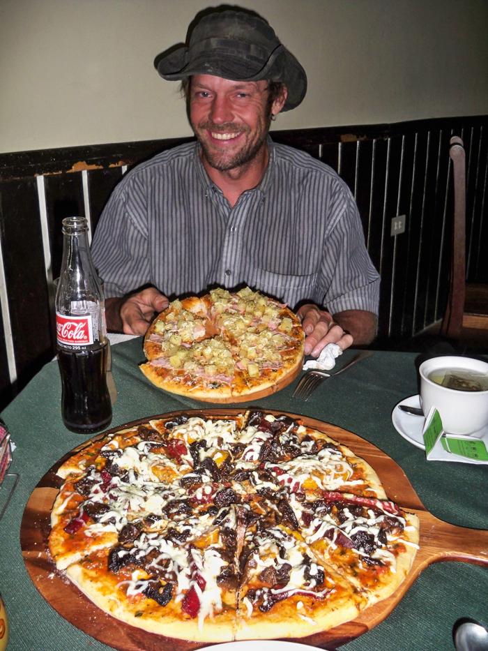 Mit James haben wir unser Wiedersehen mit einer Pizzarunde gefeiert. Unsere Wege hatten sich in Tumbaco in Ecuador vorerst getrennt und so hatten wir uns viel zu erzählen.